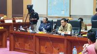 Wakil Ketua Komisi I DPR RI Satya Widya Yudha dan Hanafi Rais saat Rapat Dengar Pendapat Umum DPR RI dengan Facebook. Liputan6.com/ Agustin Setyo Wardani