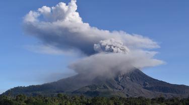 Minggu Pagi, Gunung Sinabung Erupsi Lagi