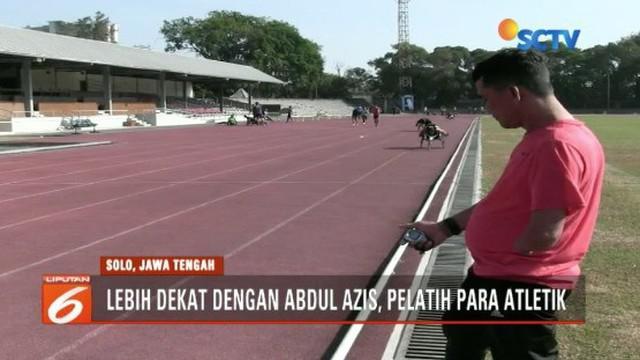 Pelatih cabor balap kursi roda, Abdul Aziz, menjadi panutan bagi para atlet meski terkenal tegas dan galak.