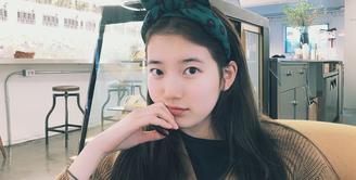 Suzy merupakan salah satu artis Korea Selatan yang multitalenta. Wajar jika kini ia sibuk sebagai penyanyi maupun aktris. (Foto: instagram.com/skuukzky)