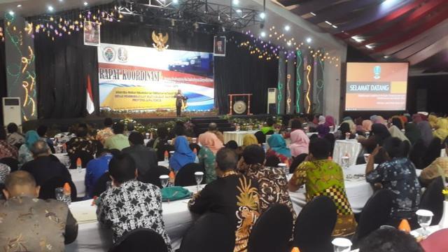 Gubernur Khofifah Minta Program Pengentasan Kemiskinan Lebih Inovatif
