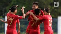 Pemain Timnas Indonesia U-22 merayakan gol yang dicetak Saddil Ramdani ke gawang Timnas Laos dalam pertandingan Grup B SEA Games 2019 di Stadion City of Imus Grandstand, Filipina, Kamis (5/12/2019). Indonesia berhasil melaju semifinal setelah mengalahkan Laos 4-0. (Bola.com/M Iqbal Ichsan)