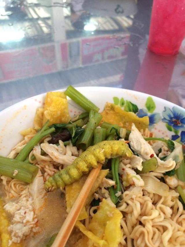 7 Potret Hewan Aneh Terselip di Makanan, Bikin Jijik
