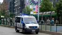 Polisi Finlandia berpatroli dekat lokasi penikaman (Foto:AFP)