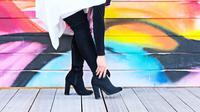 ilustrasi sepatu boots/copyright Pexels/The Lazy Artist Gallery