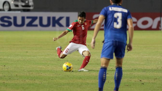 Evan Dimas Darmono saat melawann Thailand pada laga AFF Suzuki Cup 2016 di Philippine Sports Stadium, Sabtu (19/11/2016). (Bola.com/Nicklas Hanoatubun)