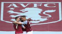 Aston Villa unggul melalui Bertrand Traore menit 24'. Tendangan kaki kirinya tak mampu dijangkau oleh Lindelof dan juga Dean Henderson. (Foto: AFP/Pool/Nick Potts)
