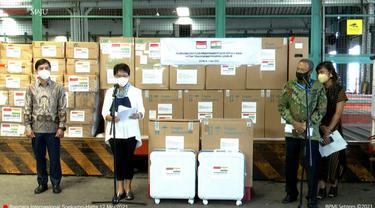 Acara pelepasan bantuan oksigen concentrator Indonesia untuk India yang dihadiri oleh Menteri Luar Negeri RI Retno Marsudi dan Duta Besar India untuk RI Manoj Kumar Bharti pada Rabu (12/5/2021). (Photo credit: laman Youtube Sekretariat Presiden RI)