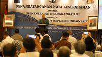 Mendag Enggartiasto Lukita memberi sambutan saat penandatanganan kerja sama di Jakarta, Senin (8/1). MoU antara Kemendag dan Polri tersebut merupakan kerja sama penegakan hukum, pengawasan, dan pengamanan bidang perdagangan. (Liputan6.com/Angga Yuniar)