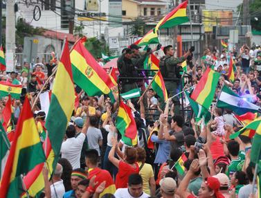 Rayakan Pengunduran Diri Presiden Bolivia