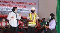 Menteri Sosial, Tri Rismaharini bersama Anggota Komisi VIII DPR RI berkunjung ke Sentra Kreasi Atensi di Balai Pangudi Luhur, Bekasi Timur, Kota Bekasi, Jawa Barat, Rabu (3/3/2021).
