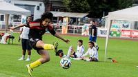 Pesepak bola asal Mesir, Esraa Awad, akan ikut ambil bagian dalam pertandingan sepak bola untuk mengkampanyekan kesetaraan wanita. (The National)