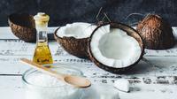 Ilustrasi minyak kelapa. (dok. Unsplash.com/Tijana Drndarski @izgubljenausvemiru)