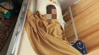 Bocah di Kecamatan Tapung, Kabupaten Kampar, dirawat karena mengalami lukas serius akibat bermain petasan. (Liputan6.com/M Syukur)