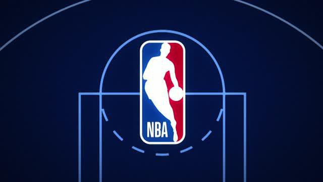 Aksi point guard Boston Celtics, Kyrie Irving, terpilih sebagai Play of the Day saat pertandingan NBA melawan Los Angeles Lakers.