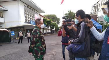 Penanggung jawab Rumah Sakit Lapangan Indrapura Surabaya (RSLI), Laksamana Pertama TNI I Dewa Gede Nalendra Djaya Iswara. (Dian Kurniawan/Liputan6.com)