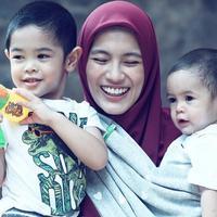 Alyssa Soebandono anggap anak-anaknya barbel alami. (Instagram/ichasoebandono)