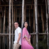 Dylan Carr dan Hana Saraswati berusaha untuk menjalin hubungan yang sehat satu sama lain. (Foto: Daniel Kampua, Stylist: Indah Wulansari, DI: Muhammad Iqbal Nurfajri/Bintang.com)