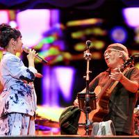 Duet Andien dan Iwan Fals (Adrian Putra/Bintang.com)