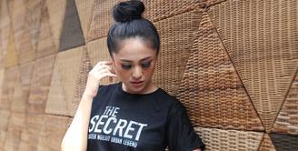 Bintang sinetron Orang Ketiga, Marshanda kembali menunjukkan kemampuan aktingnya di layar lebar. Ibu satu anak itu bermain dalam film The Secret: Suster Ngesot Urban Legend. (Nurwahyunan/Bintang.com)