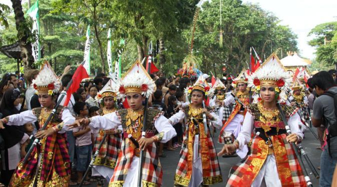 Sebanyak 500 seniman asal Kabupaten Badung, Bali ikut ambil bagian memeriahkan Pesta Kesenian Bali (PKB).