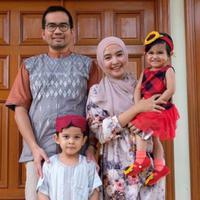 Intan Nuraini bersama Donny Azwan Putra dan kedua anaknya (Instagram/@intan_nuraini23)
