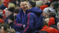Manajer Manchester United Louis van Gaal dan Ryan Giggs (Reuters)
