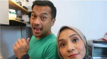 Jarang Terekspos, Ini 6 Potret Mesra Enno Lerian dan Suami yang Jago Masak