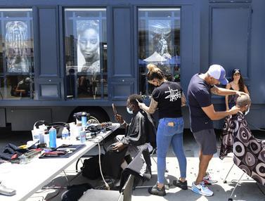 FOTO: Cukur Rambut Gratis untuk Para Tunawisma di Los Angeles