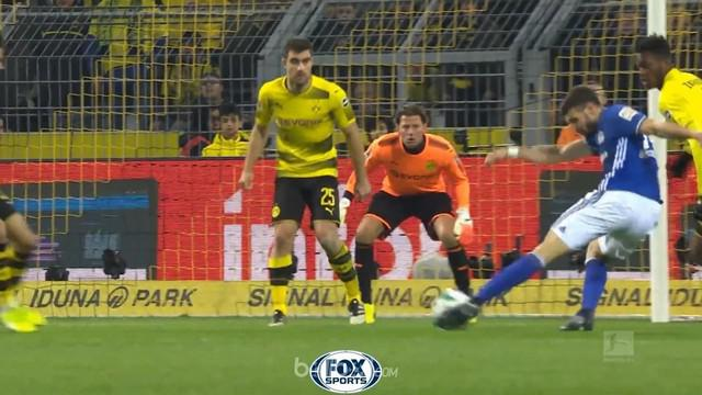 Berita video highlights Bundesliga 2017-2018, Borussia Dortmund vs Schalke, dengan skor 4-4. This video presented by BallBall.