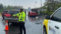 Kecelakaan beruntun melibatkan bus Kementerian Pertahanan (Kemhan) di Tol Jagorawi Km 03. (Dok TMC Polda Metro Jaya)