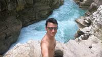 Christian Sugiono di air terjun Waimarang di Sumba Timur (Dok.Instagram/@csugiono/https://www.instagram.com/p/Byj2DDEBn3l/komarudin)