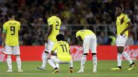 Para pemain Kolombia tampak kecewa usai disingkirkan Inggris pada babak 16 besar Piala Dunia di Stadion Spartak, Moskow, Selasa (3/7/2018). Inggris menang 1-1 (4-3) atas Kolombia. (AP/Matthias Schrader)