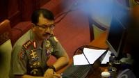 Komjen Pol Budi Gunawan menyimak pertanyaan yang diajukan kepadanya saat uji kelayakan dan kepatutan di ruang Komisi III DPR RI, Senayan, Jakarta, Rabu (14/1/2015). (Liputan6.com/Faisal R Syam)