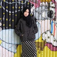 Amelia Elle mungkin para sebagian pengguna instagram sudah mengenalnya. Gadis berpostur tubuh tinggi inipun selain cantik ia juga memadu padankan gaya hijab nya dengan sempurna. (via instagram@ameliaelle/Bintang.com)
