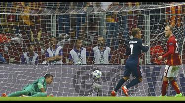Antoine Griezmann mencetak dua gol kemenangan bagi Atletico Madrid di Liga Champions saat timnya bertamu ke Galatasaray, Selasa (15/9/2015).