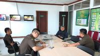 Kepala Kejati Sulsel, Firdaus Dewilmar mengevaluasi sejumlah penanganan perkara korupsi oleh jajarannya (Liputan6.com/ Eka Hakim)