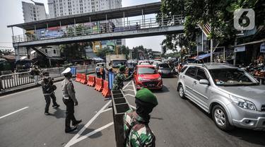 Suasana Penyekatan PPKM Darurat di Jalan Basuki Rahmat