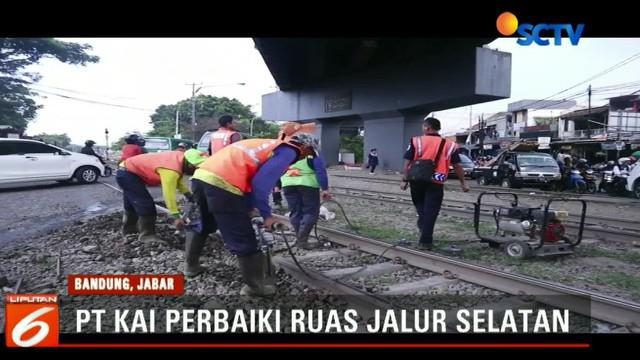 Perbaikan difokuskan pada  bantalan rel kereta api di beberapa titik yang rusak.