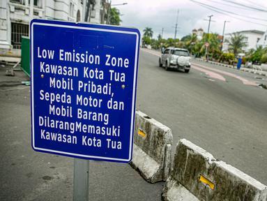 Suasana kawasan rendah emisi Kota Tua, Jakarta, Rabu (17/2/2021). Kualitas udara di kawasan Kota Tua Jakarta membaik setelah kebijakan Low Emission Zone (LEZ) atau Zona Emisi Rendah diberlakukan sejak 8 Februari 2021. (Liputan6.com/Faizal Fanani)