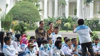 Presiden Joko Widodo (Jokowi) bersama penyintas kanker anak. (Facebook Presiden Joko Widodo/Biro Pers Setpres)
