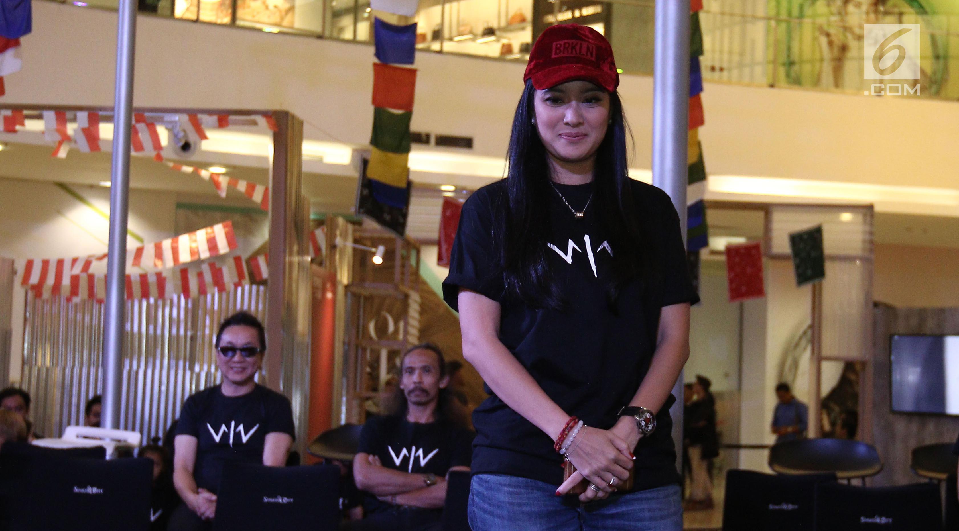 Aktris Marcella Zalianty dalam jumpa pers film layar lebar Wiro Sableng 212 di Senayan City, Jakarta, Rabu (16/8). Marcella Zalianty akan berperan sebagai permaisuri. (Liputan6.cm/Herman Zakharia)