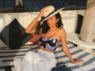 Selain prestasinya yang mampu mengukir nama harum Indonesia di kancah Internasional, gaya fashion Aurra Kharishma juga turut menjadi sorotan. Ia dikenal memiliki selera fashion yang tinggi. (Liputan6.com/IG/aurrakharishma)