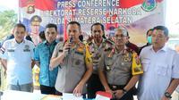 Kapolda Sumsel Irjen Pol Zulkarnain Adinegara menegaskan Kapolres Empat Lawang AKBP AS resmi mengkonsumsi narkoba (Liputan6.com / Nefri Inge)