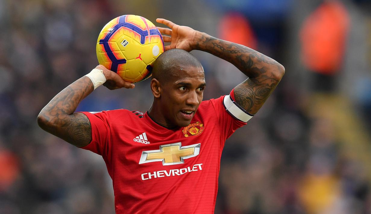 FOTO Ashley Young Resmi Gabung Inter Milan Bola Liputan6