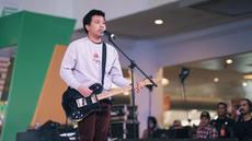 Joshua memulai karier sebagai penyanyi cilik, ia memulai rekaman menyanyi pertamanya pada tahun 1995, namun album ini tidak bisa diedarkan. Tanpa putus asa, Joshua membuat album lagi dan membuat album pertamanya Cit Cit Cuit. (Liputan6.com/IG/@jojosuherman)