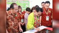 Penandatanganan prasasti GMIM sebagai Gereja Ramah Anak yang ditandatangani langsung oleh Menteri P3A.