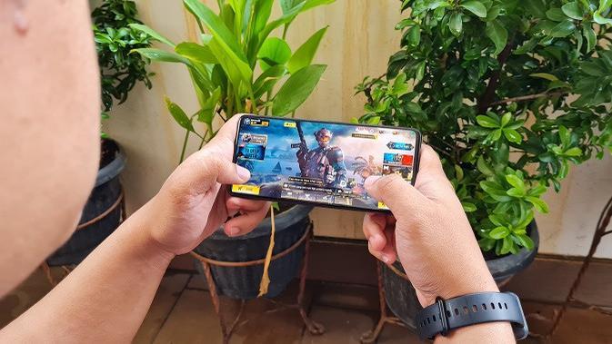 Penampakan Samsung Galaxy M62. (Liputan6.com/Agustinus M. Damar)