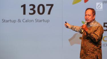 Menristekdikti Mohamad Nasir memberi paparan saat jumpa pers jelang pameran Inovasi Inovator Indonesia Expo (I3E), di Jakarta, Selasa (10/9/2019). Kemenristekdikti ingin hasil inovasi dari para inovator bermanfaat bagi masyarakat dan menumbuhkan sektor industri. (Liputan6.com/Fery Pradolo)