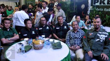 Ketum PKB, Muhaimin Iskandar (kedua kiri), Sekjen PKB, Abdul Kadir Karding (kiri), Menaker Hanif Dhakiri (tengah), Menteri Desa PDTT Marwan Jafar (kedua kanan) ,balon  Gubernur DKI, Ahmad Dhani saat Harlah di Jakarta, (11/3). (Liputan6.com/Johan Tallo)